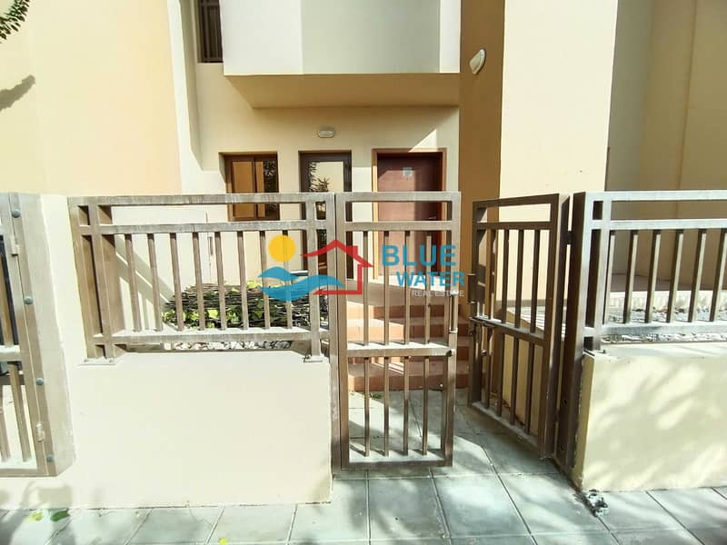 NO Commission   One Month Free   3 BR Duplex