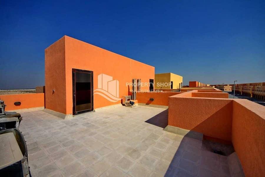 2 Exquisite Villa w/ Huge Layout & Roof Terrace!