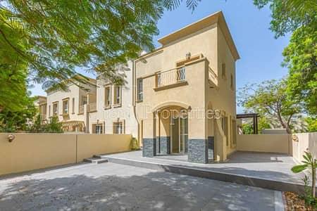 فیلا 2 غرفة نوم للايجار في الينابيع، دبي - Upgraded - Vacant - Great Location - Corner Plot