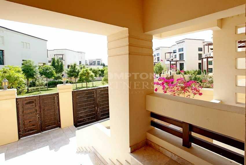 2 Modern Villa  Garden  Balconies  Great community