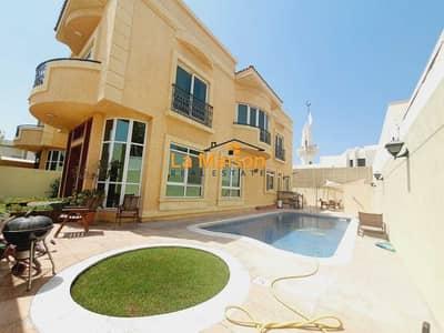 independent 4bhk  villa with privet pool & garden  in jumeirah 1 price is 300k