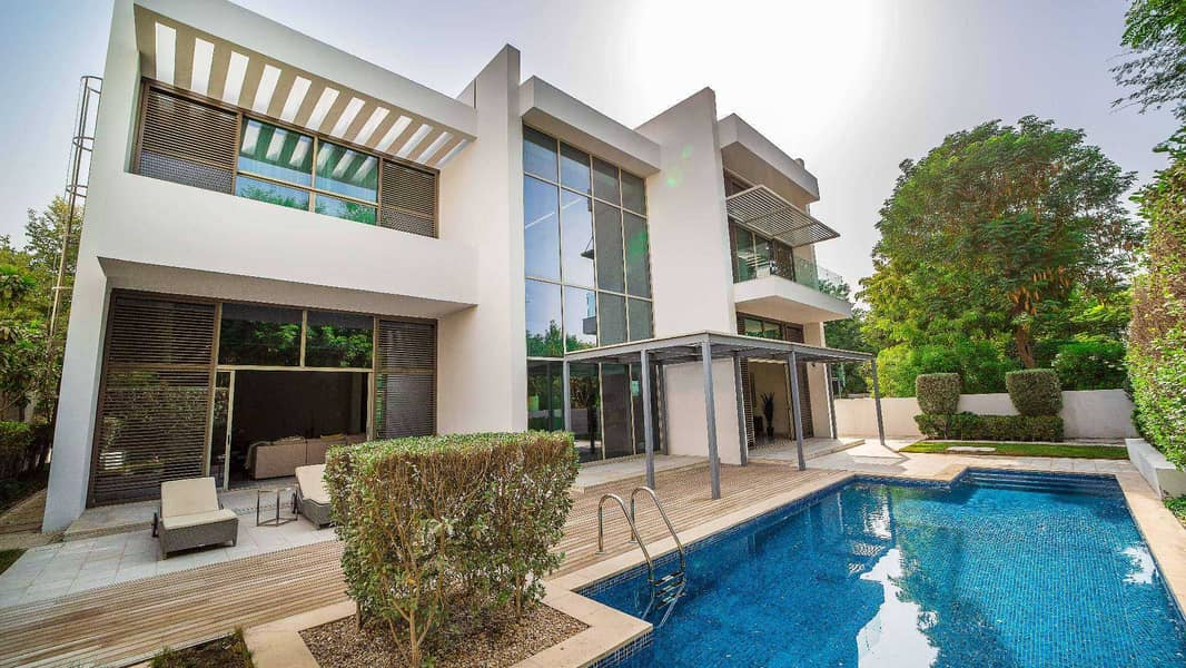 Contemporary Villa Situated Close to Lagoon