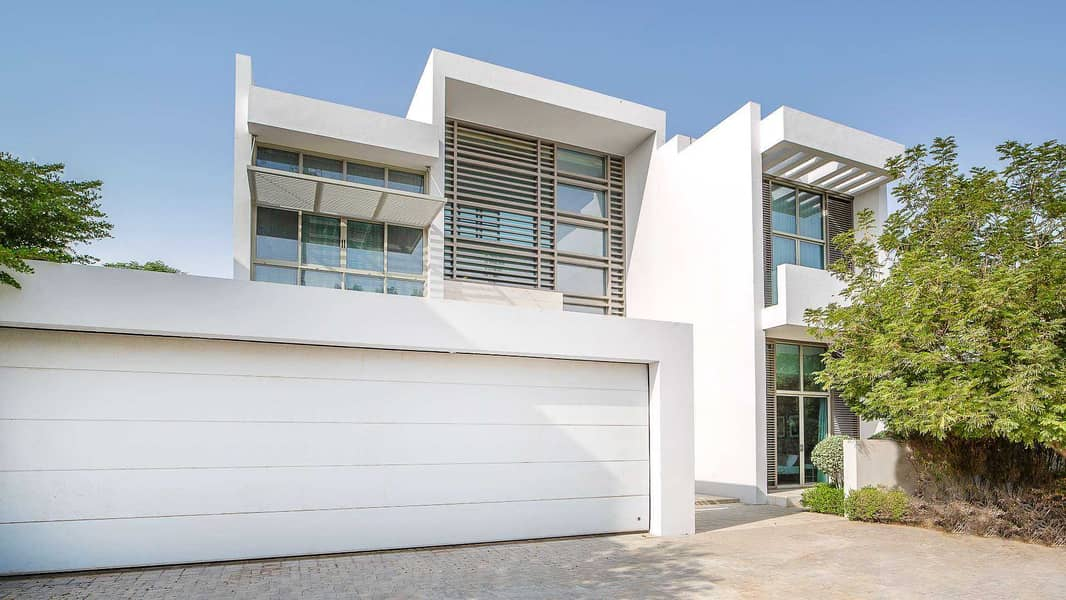 18 Contemporary Villa Situated Close to Lagoon
