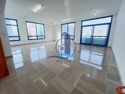شقة 3 غرف نوم للايجار في شارع الفلاح، أبوظبي - Impressive 3 BR Apartment with Balcony and Maids Room