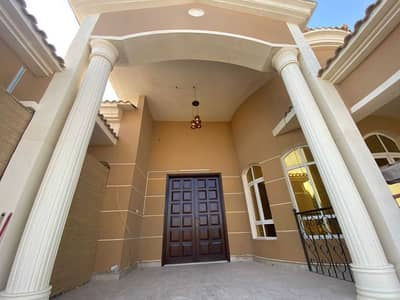 2 Bedroom Townhouse for Rent in Al Shamkha, Abu Dhabi - Beautiful 2 Bedrooms Hall, Maid-Room, Townhouse with Common Garden at Al Shamkha