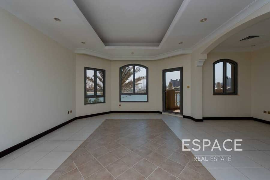2 Vacant | Hign Number Villa with Beach Access | Skyline Views