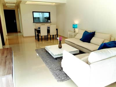 Palatial 1 BR + Extra Room in Laya Residences for only 950 PSF!