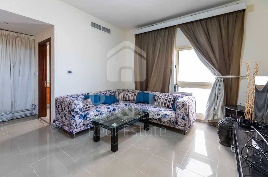 Nicely Furnished Loft Studio - 6 Cheques - FEWA Connected