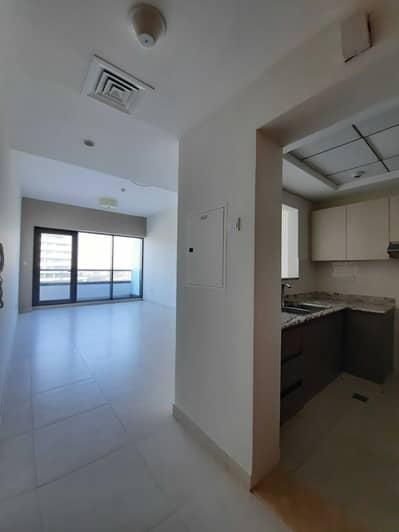 فلیٹ 1 غرفة نوم للايجار في الجداف، دبي - غرفة نوم واحدة ضخمة مطلة على البحر وجميع وسائل الراحة.
