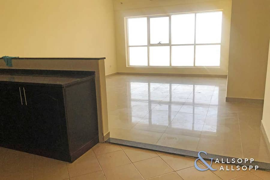 17 1 Bed | Vacant Now | Large 950 SQFT Layout