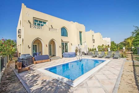 4 Bedroom Villa for Sale in Jumeirah Islands, Dubai - Upgraded and Spacious | Peaceful Location