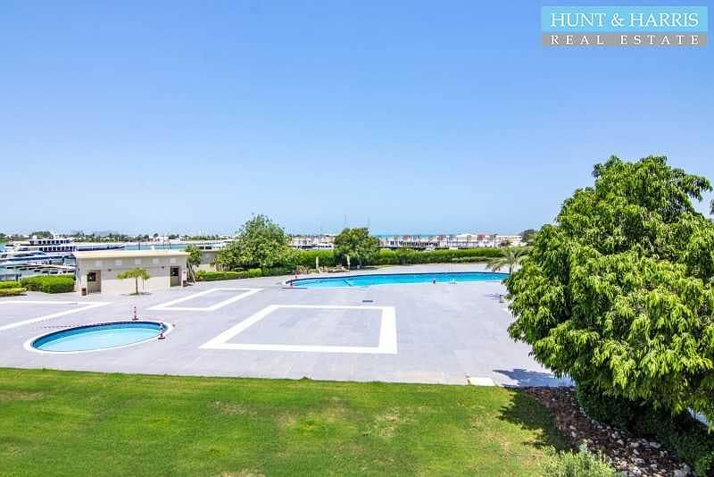 24 Large 3 Bedroom - Marina Apartment - Amazing Sea Views