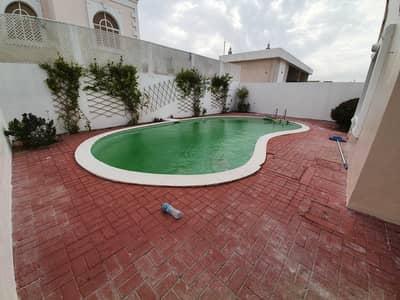 فیلا 4 غرف نوم للايجار في القرهود، دبي - فیلا في القرهود 4 غرف 120000 درهم - 5402653