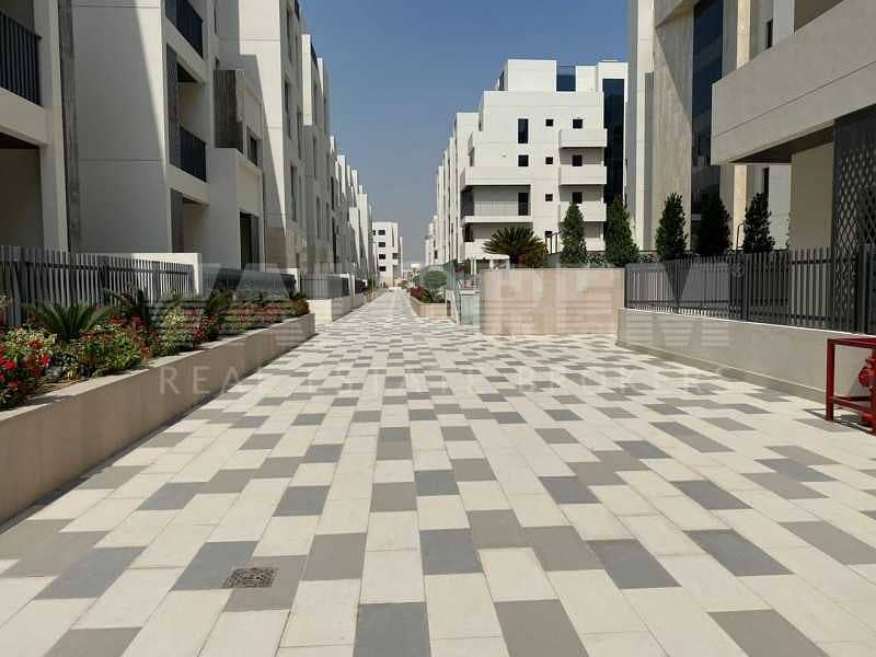 Spacious 2bhk+Maid room  Luxurious Middle floor  Community view