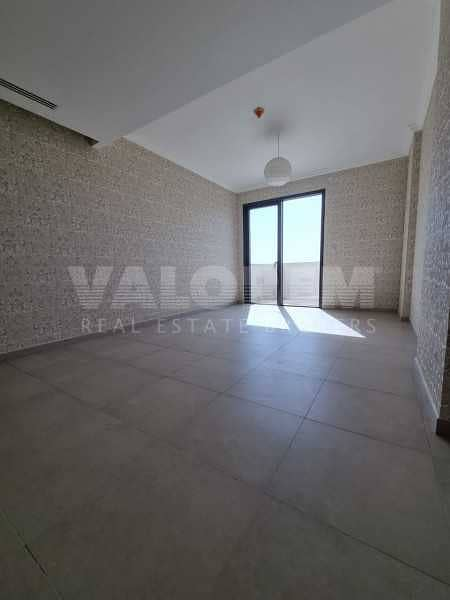 24 Spacious 2bhk+Maid room  Luxurious Middle floor  Community view