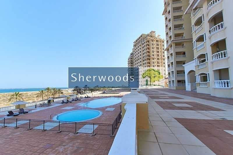 10 Sea View – Overlooking the Pool – Walk to Beach