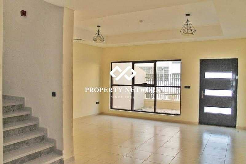 Amazing 4 bedroom Villa only 2 years OLD