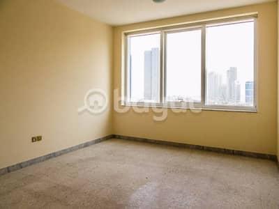 شقة في منطقة الكورنيش 4 غرف 125000 درهم - 2940629