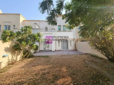 فیلا 3 غرف نوم للايجار في الينابيع، دبي - فیلا في الينابيع 11 الينابيع 3 غرف 120000 درهم - 5404369