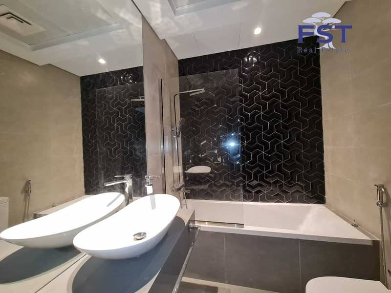 10 Brand New Studio |Best Price| Partial Canal View