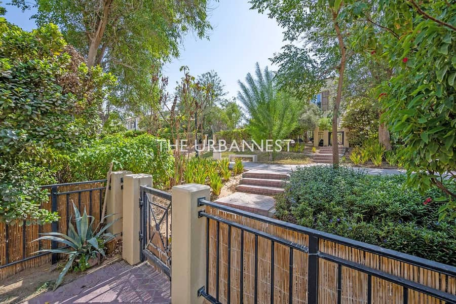 29 Great Location I Opposite Pool and Park I Vacant