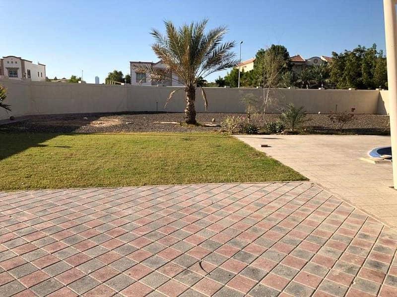 11 5 BR | Private pool |Big Layout | Ready to move in |Corner villa