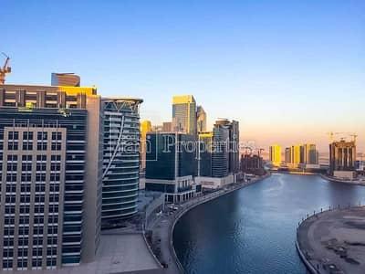Studio for Rent in Business Bay, Dubai - Spacious Apt w/ Burj Khalifa and canal views