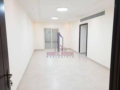 شقة 2 غرفة نوم للايجار في تجارية مويلح، الشارقة - شقة في برج امبر تجارية مويلح 2 غرف 33990 درهم - 5408360