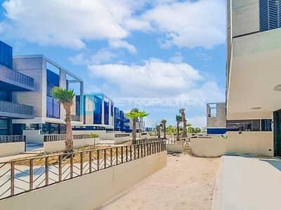 فیلا 3 غرف نوم للبيع في جميرا، دبي - Superb Location | Sunset view | Next to Bulgary