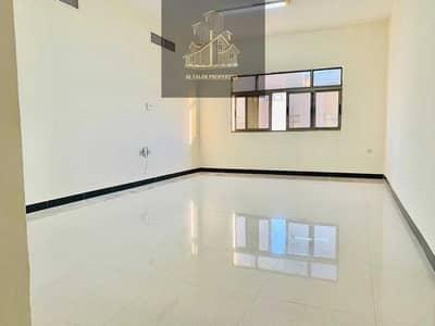 فلیٹ 3 غرف نوم للايجار في مدينة خليفة أ، أبوظبي - Spacious Proper 3 Bedrooms hall 2nd floor w elevator near Etihad