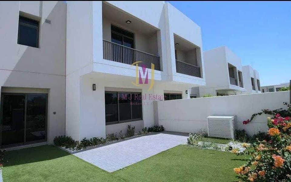 Modern | 2 Bedroom Townhouse | Bright Unit