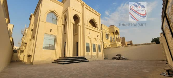 5 Bedroom Villa for Sale in Al Rawda, Ajman - For lovers of luxury, a villa in Al-Rawda area, freehold for all nationalities, with a distinctive design and super deluxe finishes