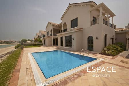 6 Bedroom Villa for Rent in Palm Jumeirah, Dubai - Exceptionally Well Maintained - 6BR Villa with Direct Beach Access