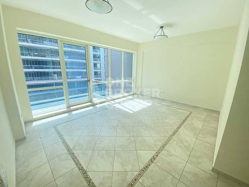 Bright | Excellent location | Vacant