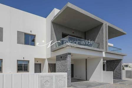 3 Bedroom Villa for Rent in Yas Island, Abu Dhabi - Live Comfortably In This Lovely Corner Townhouse