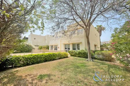 4 Bedroom Villa for Sale in The Meadows, Dubai - Vacant On Transfer   Pool   4 Bedrooms