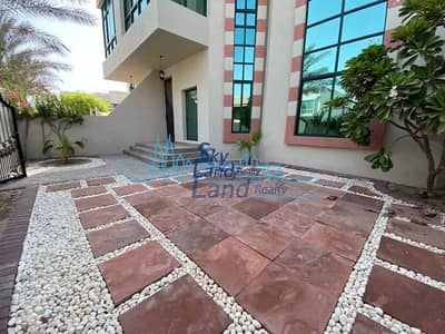 4 Bedroom Villa for Rent in Umm Suqeim, Dubai - Lovely 4 Bed+Maids|Small Garden|Shared Pool