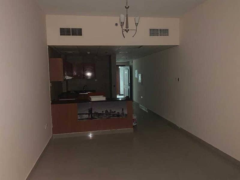 صفقة ساخنة> غرفة وصالة للإيجار في برج النعيمية> 15000 درهم فقط