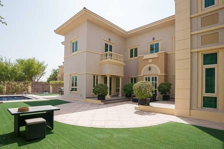 5 Bedroom Villa for Sale in Jumeirah Islands, Dubai - Upgraded Luxurious With Private Pool and Gym