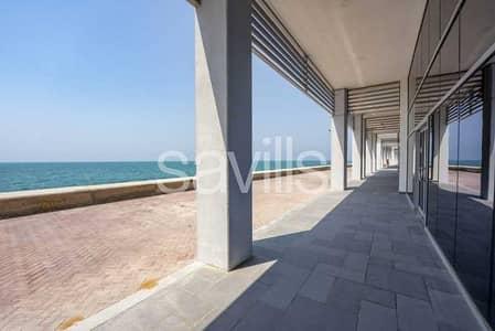 محل تجاري  للبيع في جزيرة المرجان، رأس الخيمة - Retail space I sea view I Good price I Running