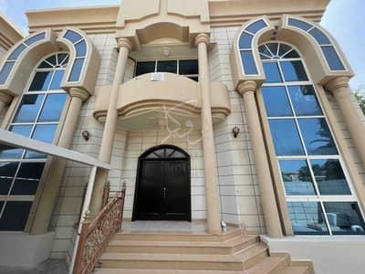 فیلا 8 غرف نوم للايجار في المشرف، أبوظبي - فیلا في المشرف 8 غرف 300000 درهم - 5427765