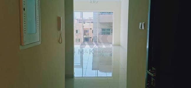شقة 1 غرفة نوم للايجار في الكرامة، دبي - شقة في بناية وصل هب الكرامة 1 غرف 58000 درهم - 5427882