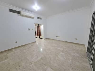 فیلا 3 غرف نوم للبيع في ربدان، أبوظبي - Villa for sale in the beach complex between the two bridges