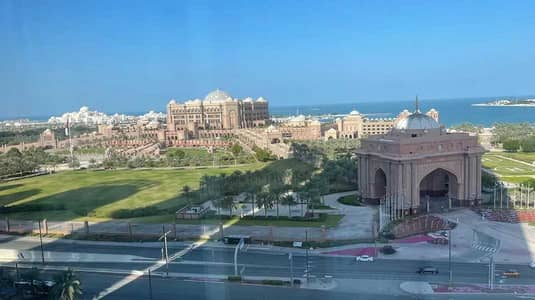 3 Bedroom Apartment for Rent in Corniche Road, Abu Dhabi - NO COMMISSION, Serviced Luxury Furnished 3+Maids
