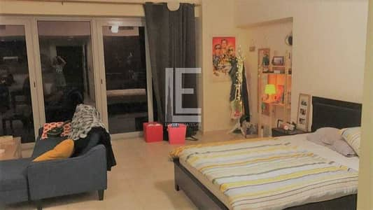 Studio for Rent in Business Bay, Dubai - Specious (850 SQFT) furnished Upgraded studio with view of Swimming pool & Partial Sea view