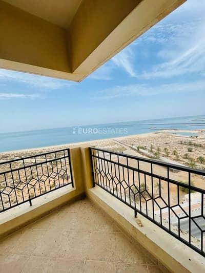 شقة 2 غرفة نوم للبيع في قرية الحمراء، رأس الخيمة - Full Sea View   2 BR Corner Apt.   Large Balcony