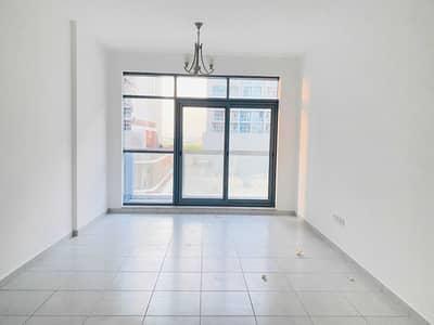 شقة 3 غرف نوم للايجار في واحة دبي للسيليكون، دبي - شقة في الواحة الزرقاء واحة دبي للسيليكون 3 غرف 84000 درهم - 5434346
