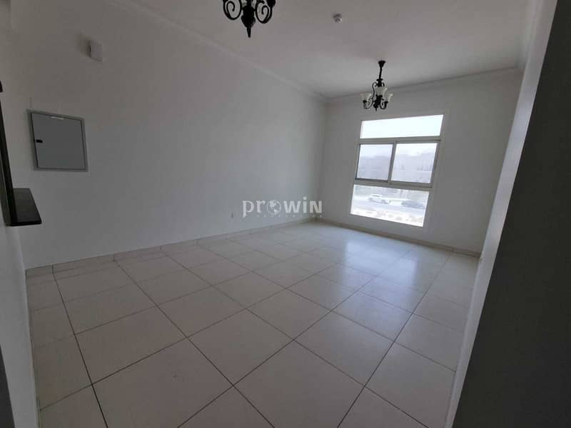 2 NO COMMISSION & NO DEPOSIT WITH ONE MONTH FREE A GREAT 1 BEDROOM APARTMENT NEAT & CLEAN WITH A SEMI CLOSED KITCHEN!!!