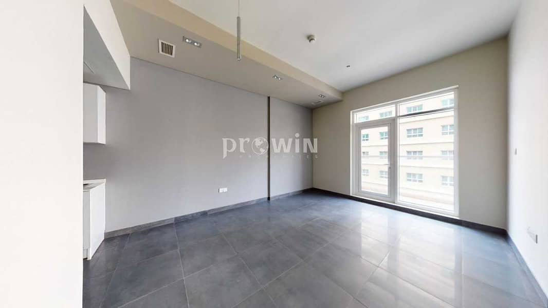 Big Balcony    Beautiful One Bed Apt   Great  Amenities   Prime Locations !!!