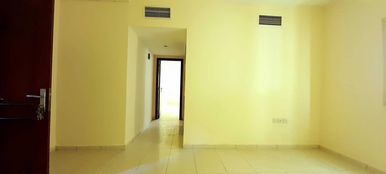 SPECIOUS 1BHK WITH BALCONY JUST IN 15K 4TO6 CHEQUE PAYMENT NO DEPOSIT. .